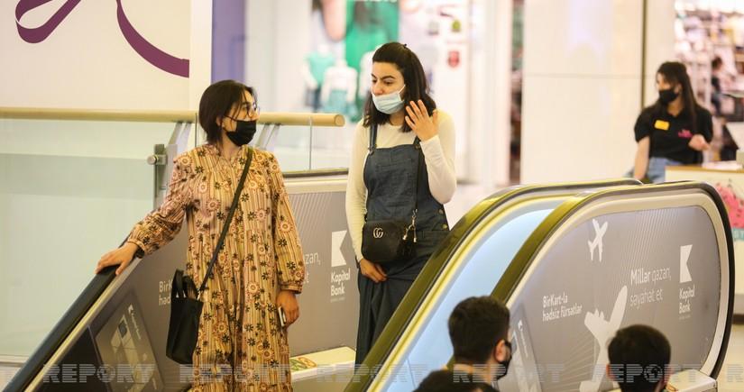 В Азербайджане открылись торговые центры и моллы