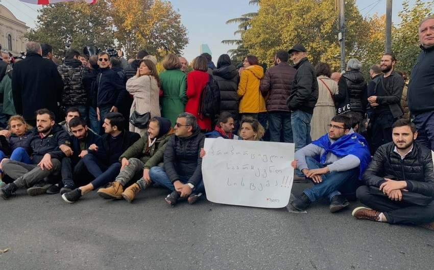 Protesters block entrance to Georgian parliament