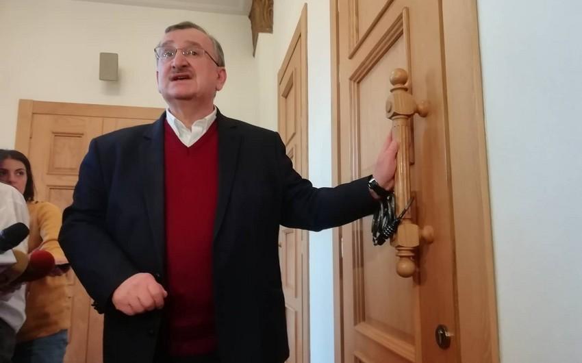 Оппозиция закрыла на замок дверь зала заседаний парламента Грузии