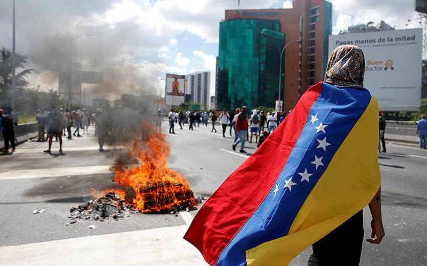 Karakasda etirazlar zamanı xəsarət alanların sayı 90 nəfəri ötüb