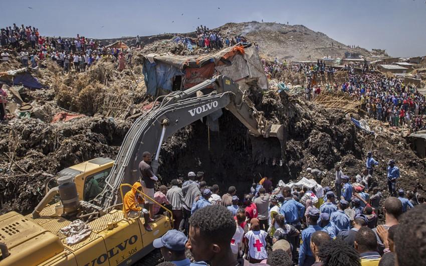 Efiopiyada zibil yığınının altında qalaraq ölənlərin sayı 62-ə çatıb