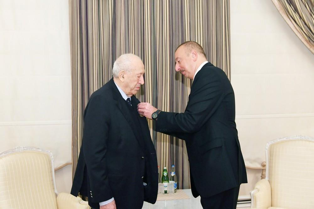 President Ilham Aliyev presents Labor Order 1st Class to People's Artist Tahir Salahov