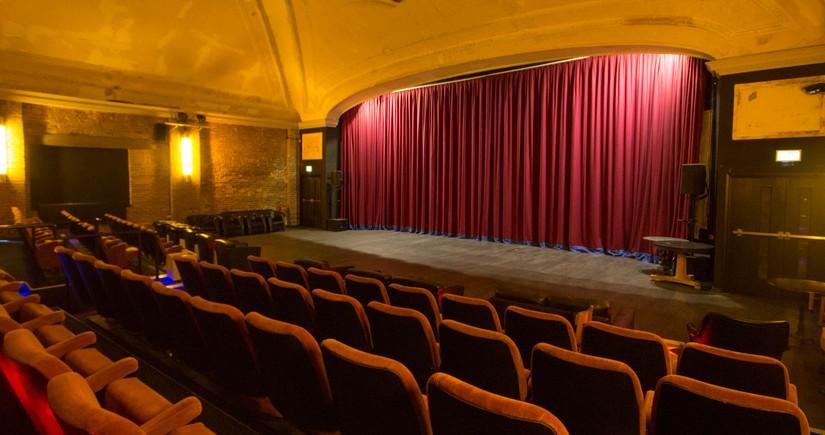 В Азербайджане возобновляется деятельность кинотеатров