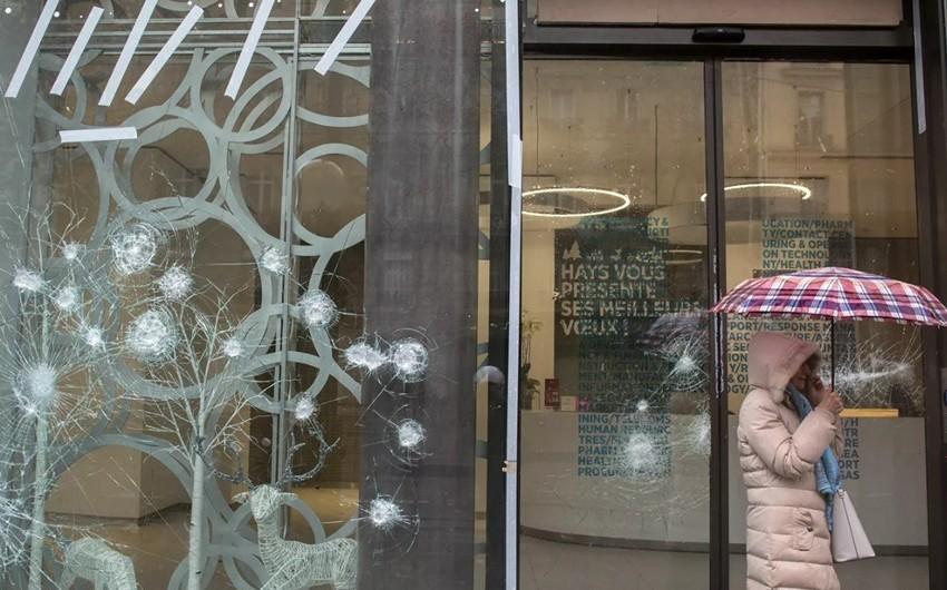 Londonda koronavirusa görə mağazalar talan edilir - VİDEO
