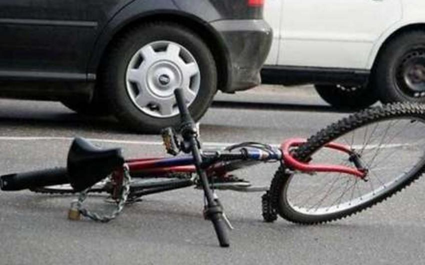 Yevlaxda 26 yaşlı velosipedçi avtomobil tərəfindən vurulub, sürücü hadisə yerindən qaçıb