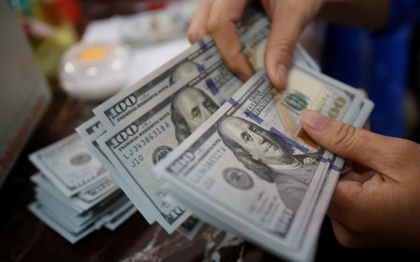 Azərbaycan bankları xalis dollar satışını 16% azaldıb