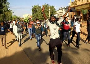 В Судане распускается правительство, объявлено ЧП