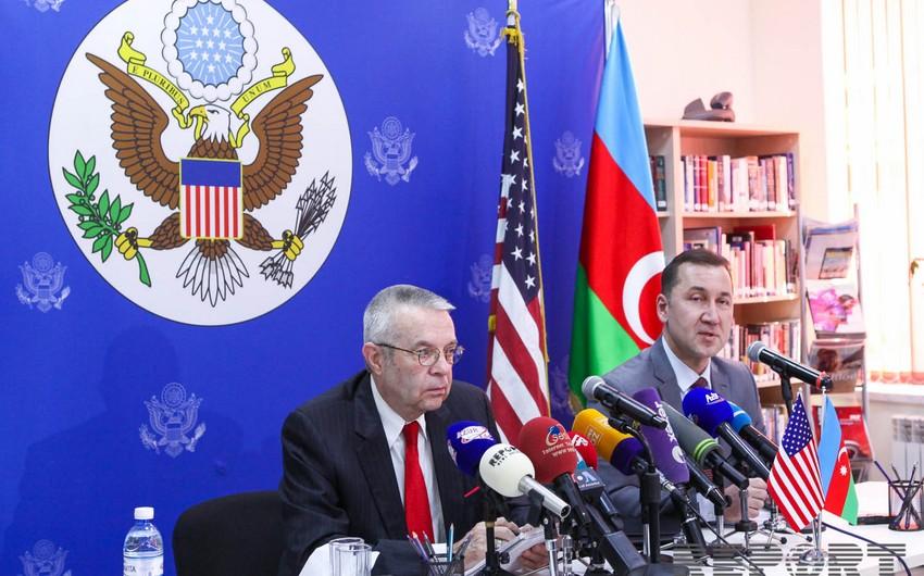 Riçard Hoqland: Azərbaycan və Ermənistan arasında görüşlərin təşkili prosesi hər zaman aparılır