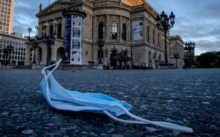 Almaniyada maska qalmaqalına görə iki deputat istefa verib
