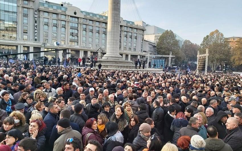 Gürcüstanın hakim partiyası Tbilisinin mərkəzində kütləvi mitinq keçirir