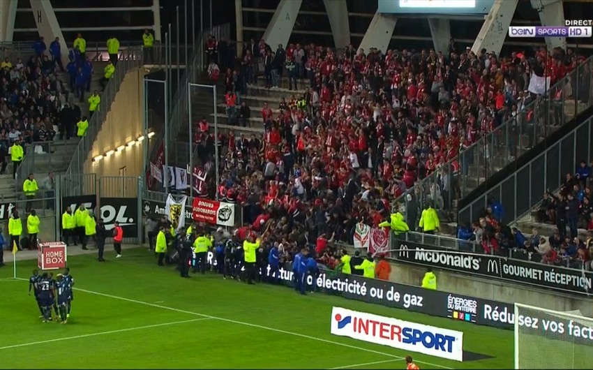 Lill klubu stadionda tribunanın uçmasına görə Amyen komandasını günahlandırıb - VİDEO