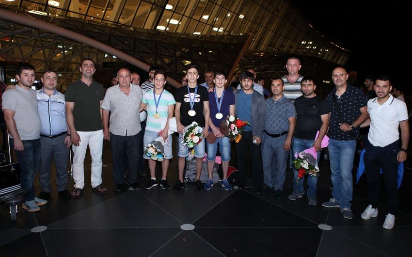Avropa çempionatında 2 qızıl, 1 bürünc medal qazanan cüdoçularımız vətənə qayıdıblar