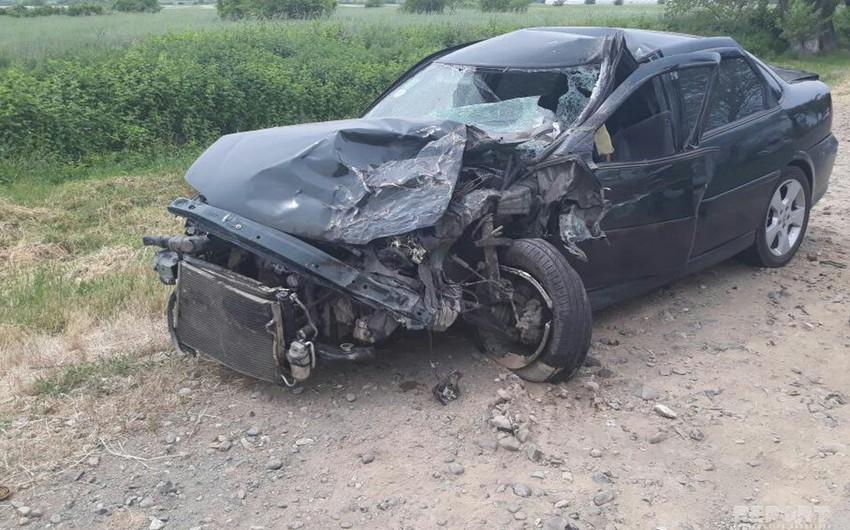 Ağdaşda minik avtomobili traktorla toqquşub, 1 nəfər ölüb və 3 nəfər xəsarət alıb - YENİLƏNİB-2
