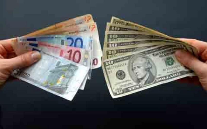 Dünya bazarında avro dollar qarşısında cüzi möhkəmlənib