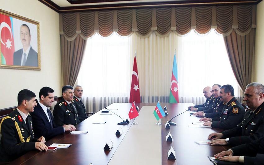 Zakir Həsənov Türkiyə Quru Qoşunları komandanı ilə görüşüb
