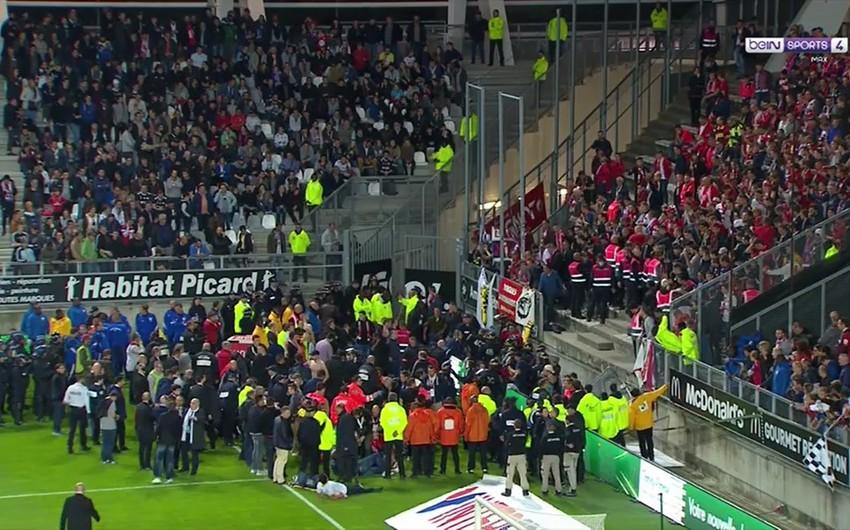 Fransada futbol oyunu zamanı tribuna çöküb, 26 nəfər xəsarət alıb - VİDEO