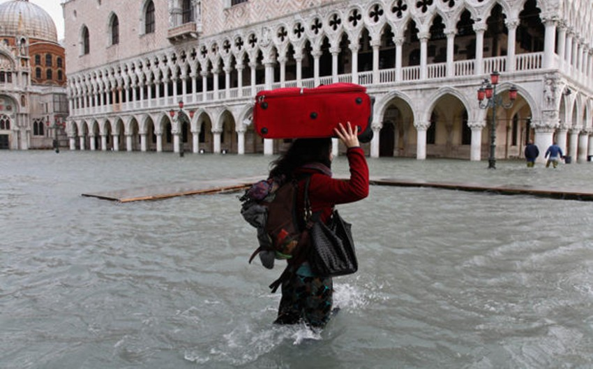 Venesiyada daşqınla bağlı təbii fəlakət rejimi elan olunub