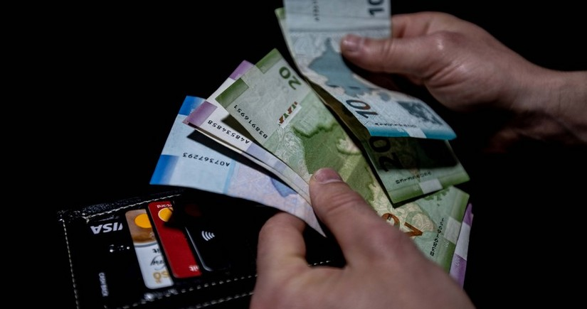 Average monthly salary in Azerbaijan falls by 2 percent