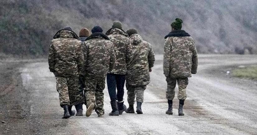 Azerbaijan hands five Armenians over to Yerevan