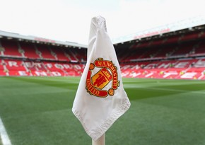 Manchester United post £23m loss as revenues tumble