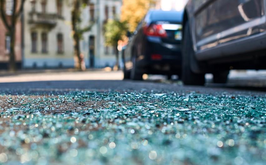 Ermənistanda nazirin avtomobili qəza törədib, bir nəfər ağır yaralanıb
