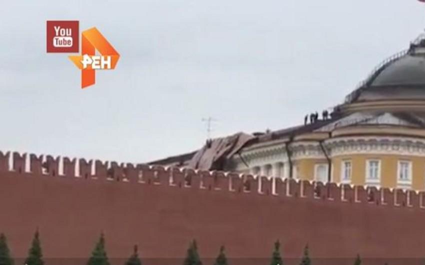 Moskvada qasırğa Kremlin Senat sarayının dam örtüyünü uçurub - VİDEO