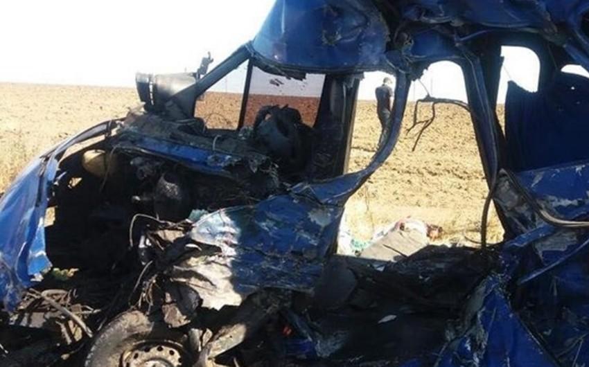 Ukraynada yük avtomobili mikroavtobusla toqquşub, 9 nəfər ölüb