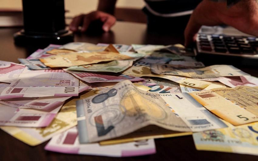 В Азербайджане доходы от платных услуг населению снизились на 11%