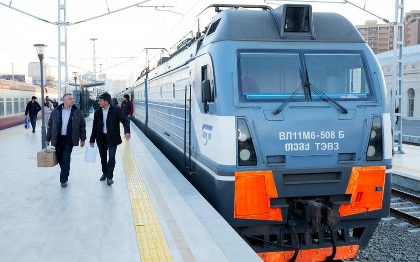 Bakı-Horadiz marşrutu ilə hərəkət edən sərnişin qatarı 1 saat 10 dəqiqə ləngiyib
