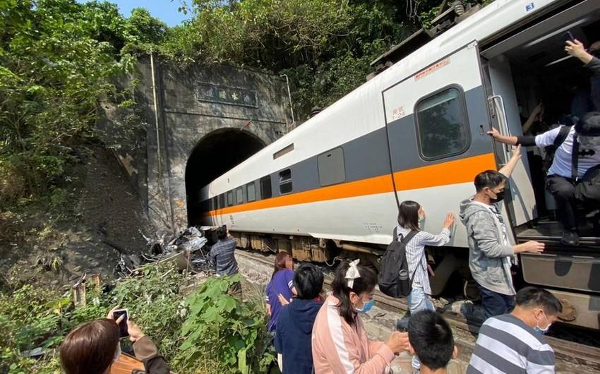Число жертв крушения поезда в Тайване возросло до 48