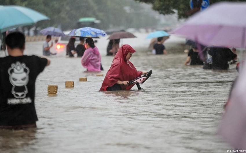 В Китае десятки тысяч человек оказались в зоне бедствия из-за наводнений