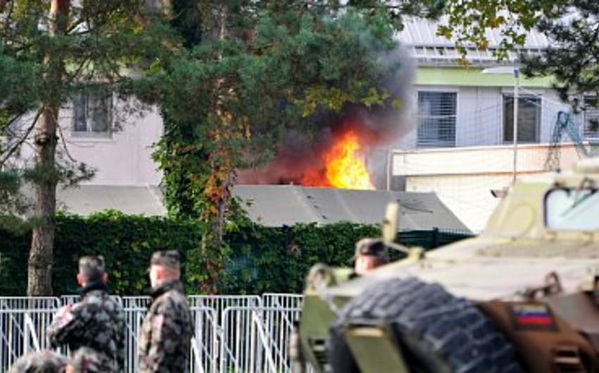 Miqrantlar Sloveniyada çadır şəhərciyini yandırıblar