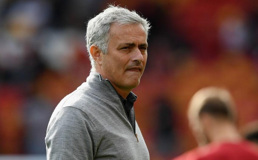 MY-Yuventus oyunu öncəsi tıxaca düşən Mourinyo stadiona piyada gedib
