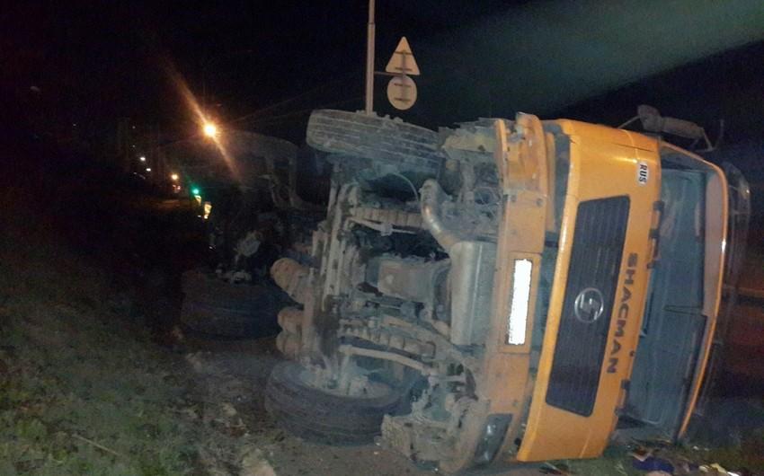В Дашкесане перевернулся грузовик, есть пострадавшие