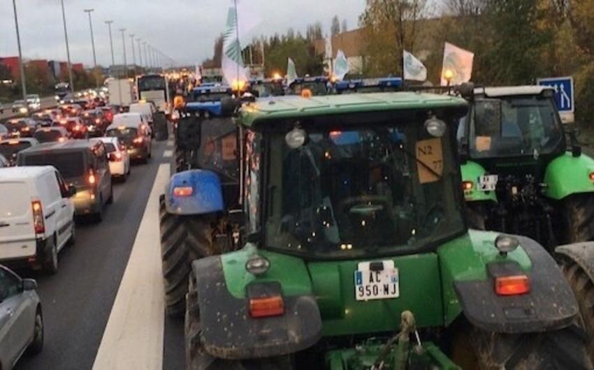 Fransada kənd təssərrüfatı işçiləri etiraz aksiyası keçirirlər