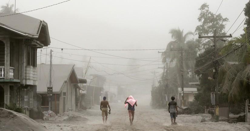 Жервами мощного тайфуна на Филиппинах стали 16 человек
