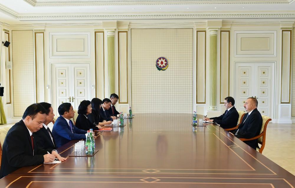 Президент Ильхам Алиев принял делегацию во главе с секретарем Центрального комитета Коммунистической партии Вьетнама