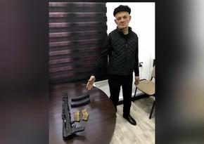 """Bakıda """"Kalaşnikov""""la gəzən keçmiş məhkumun məhkəməsi başlayır"""