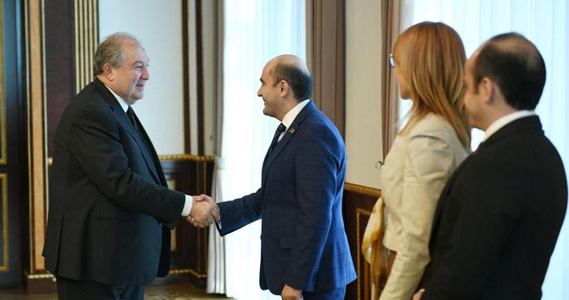 Ermənistan prezidenti müxalifət lideri ilə görüşüb