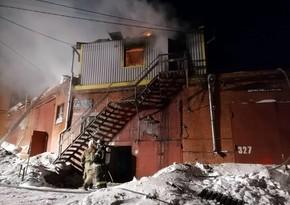 Krasnoyarskda istehsalat binasında yanğın olub