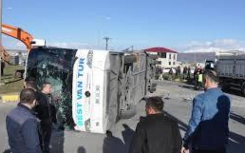 Türkiyədə azərbaycanlı turistlərin olduğu avtobus aşıb, 14 nəfər yaralanıb