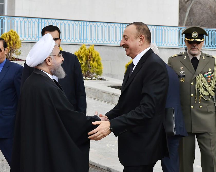 Həsən Ruhani: İran və Azərbaycan arasındakı əlaqələr sürətlə inkişaf edərək genişlənib