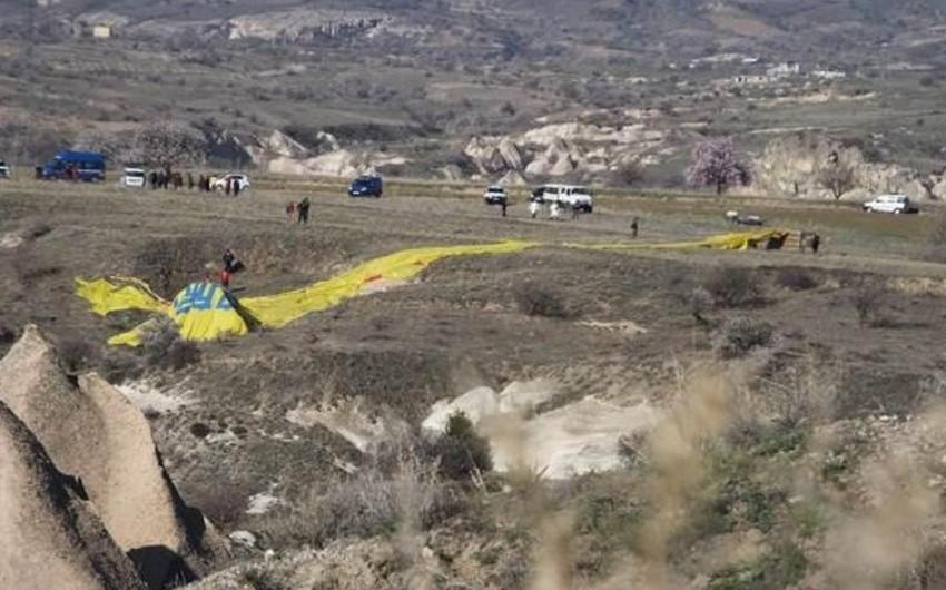 Türkiyədə hava şarının yerə düşməsi nəticəsində fransalı turist ölüb