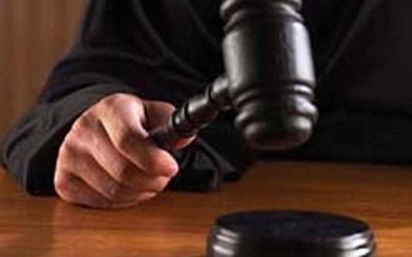 В Баку вынесен приговор лицам, отнявшим у гражданина 53 маната