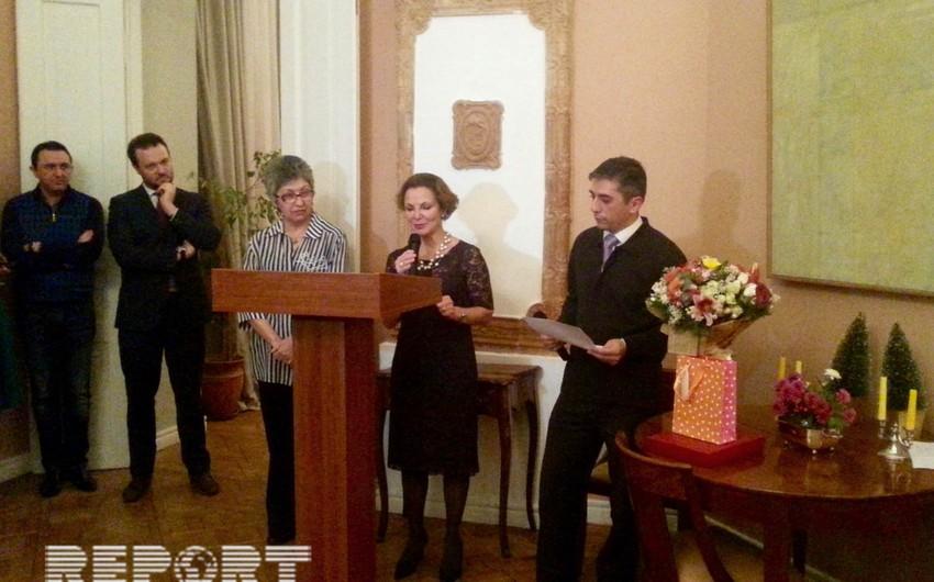 Проработавшая 25 лет в посольстве Франции в Баку сотрудница награждена Почетной медалью МИД этой страны
