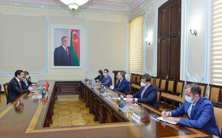 Kamran Əliyev Türkiyənin ölkəmizdəki səfiri ilə görüşdü