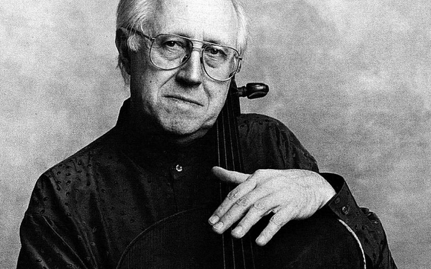 A memorial plague to Mstislav Rostropovich unveiled in Moscow
