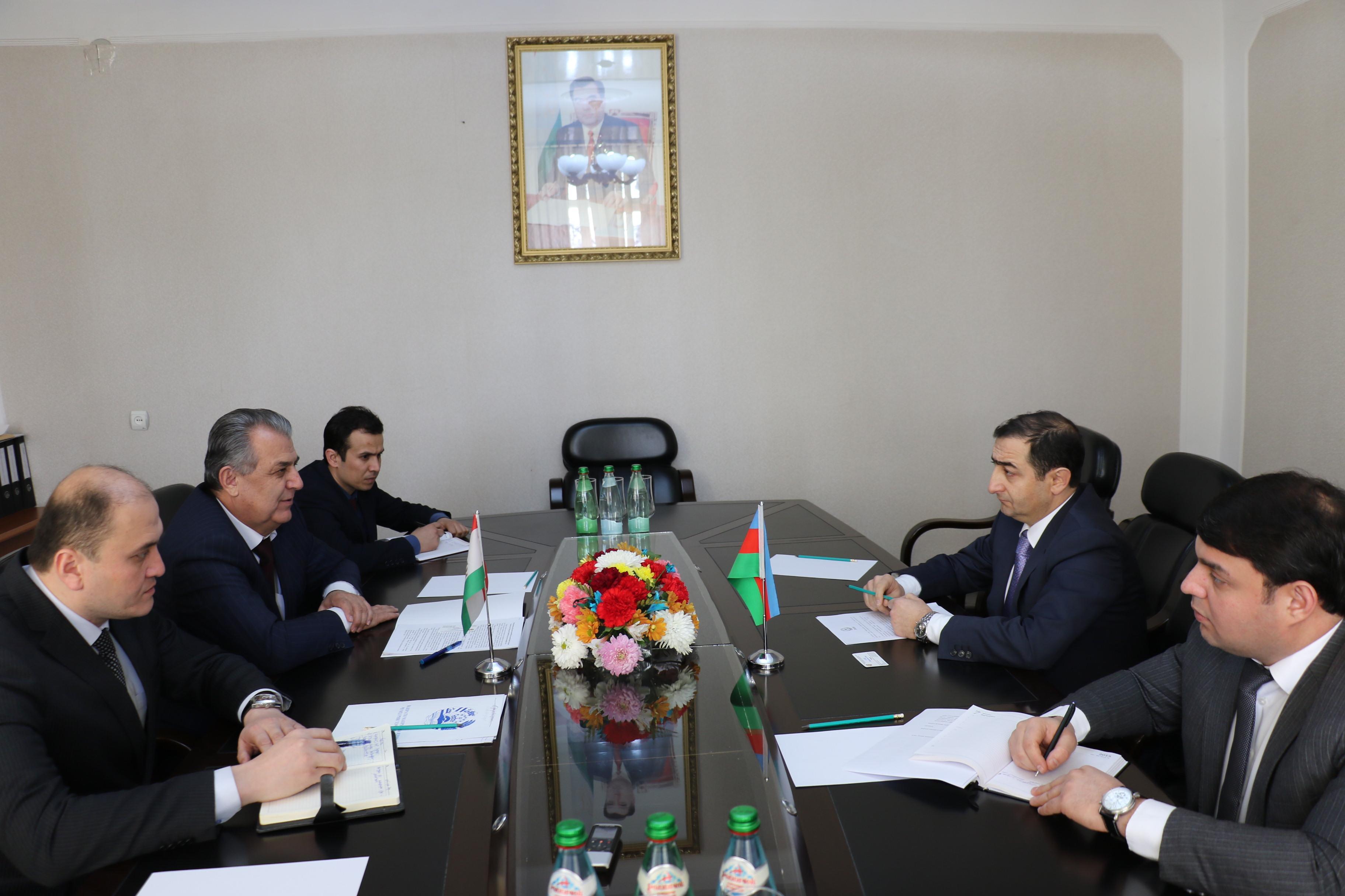 Azərbaycan səfiri Tacikistanın elm və təhsil naziri ilə görüşüb