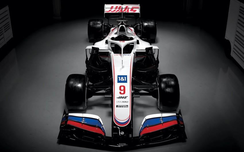 Formula 1: ABŞ komandası bolidinə Rusiya bayrağı yerləşdirdi