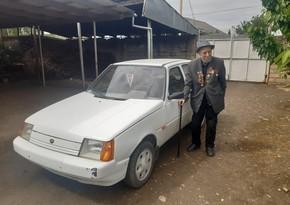 95 yaşlı müharibə veteranı: Avtomobilimi rahat şəkildə idarə edirəm - VİDEO
